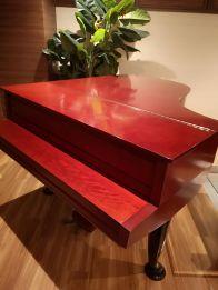 真っ赤なピアノ
