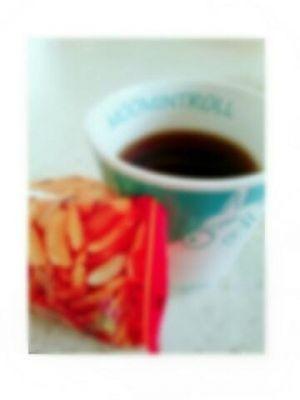 柿の種とコーヒーとそれから私。