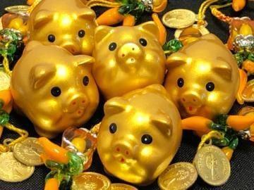 財運を呼ぶ金色の豚