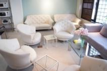 素敵な待機室!落ち着くカフェのようなスペースを完備!